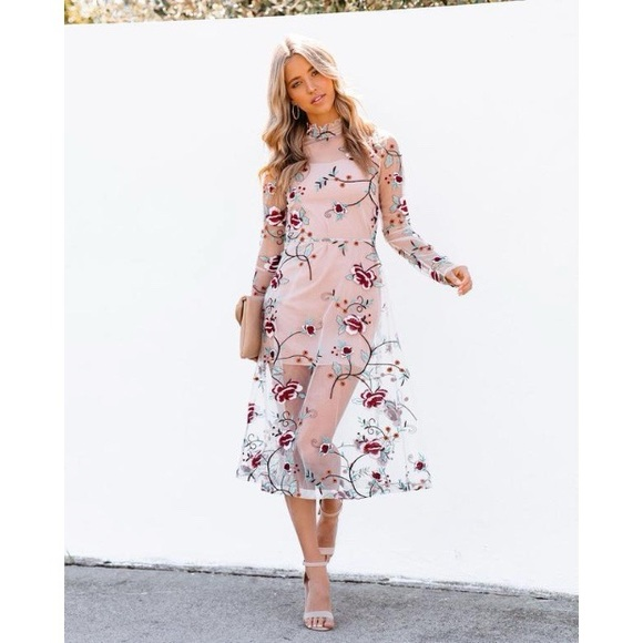 VICI HEARTSTRINGS FLORAL EMBROIDERED MIDI DRESS